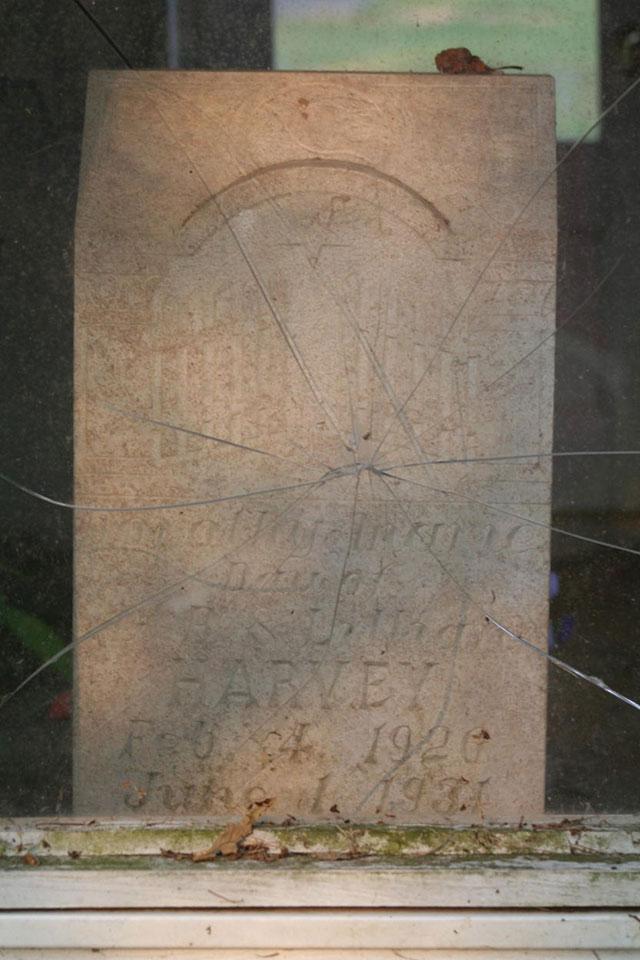 The gravestone of Dorothy Marie Harvey