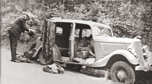 The bodies of Bonnie and Clyde seen inside the car after the ambush