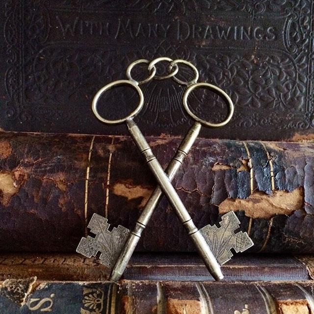 Antique Freemason Jewel of the Treasurer crossed keys pendant