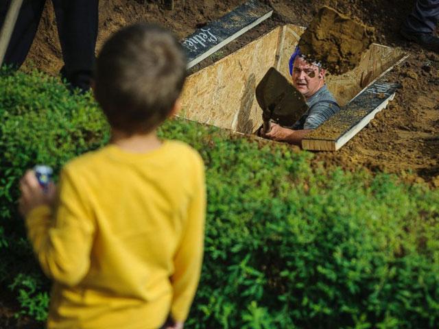 grave-digging-championship