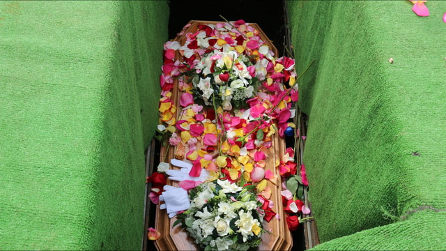 the new coffin of Miranda Eve covered in rose petals