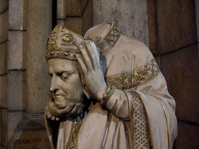 Saint Denis walked and preached after decapitation
